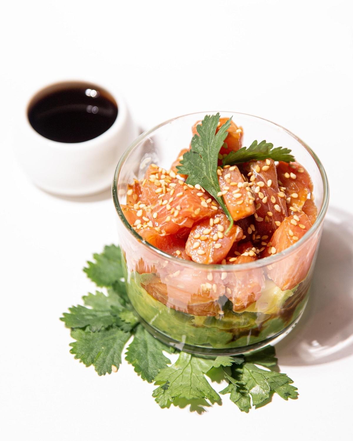 tartar de atún con aguacate y mango