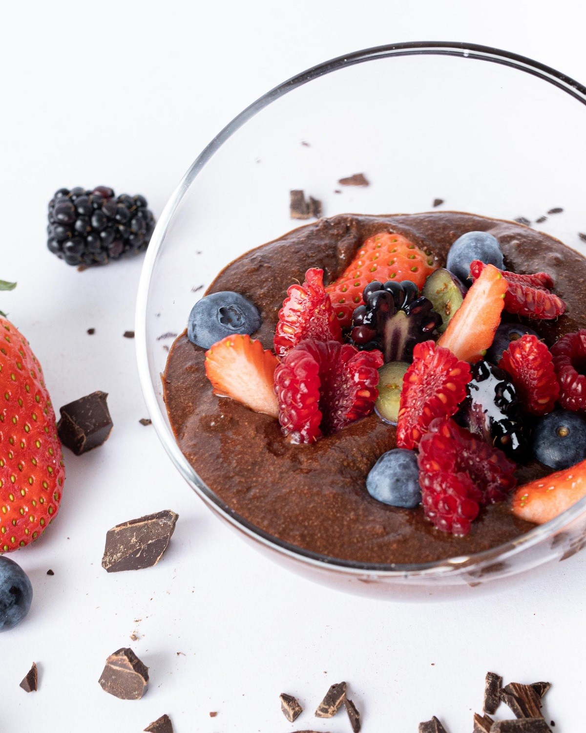 mousse de chocolate con frutos rojos