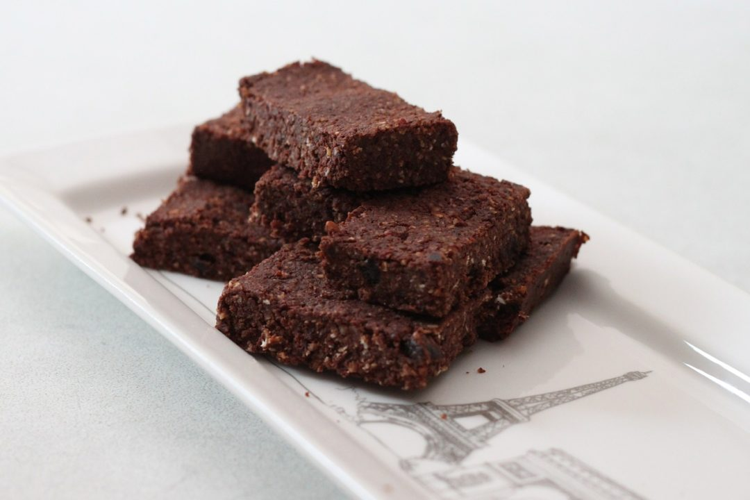 RECETA FITNESS/ Minibrownies con cobertura de chocolate