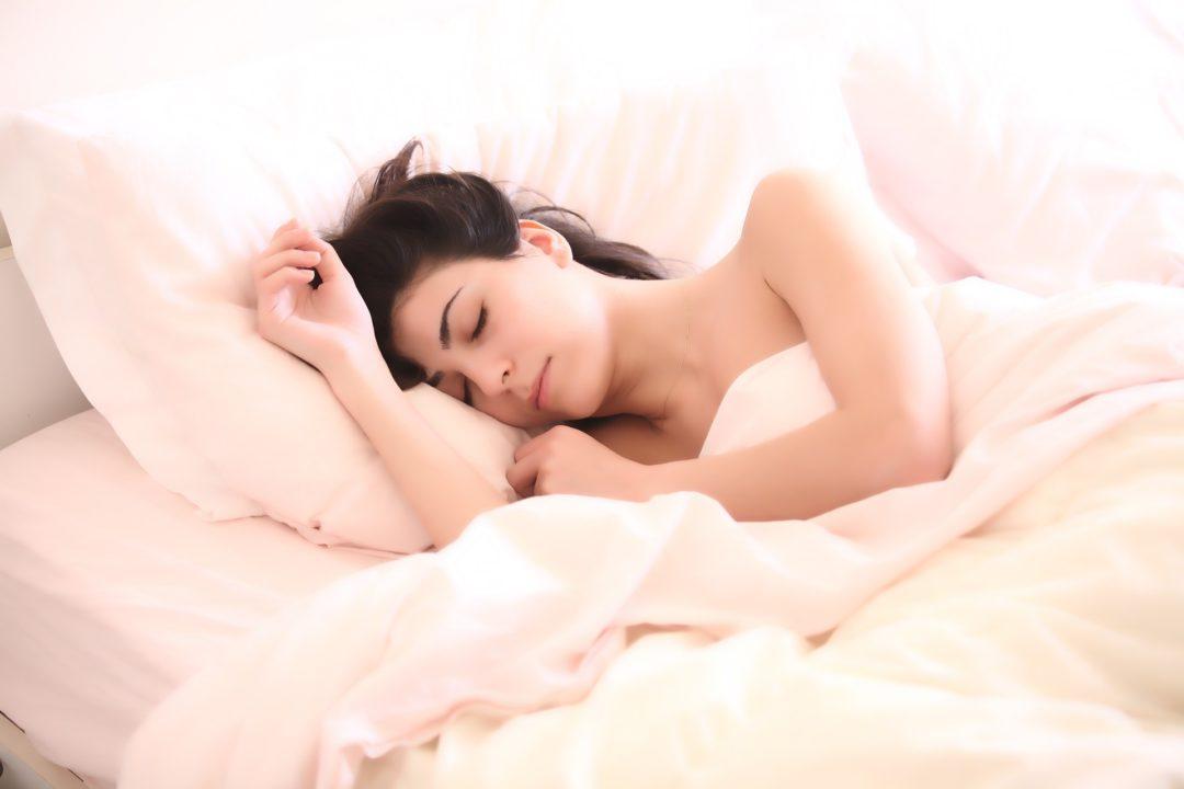 ¿Por qué debes dormir bien si quieres perder peso?