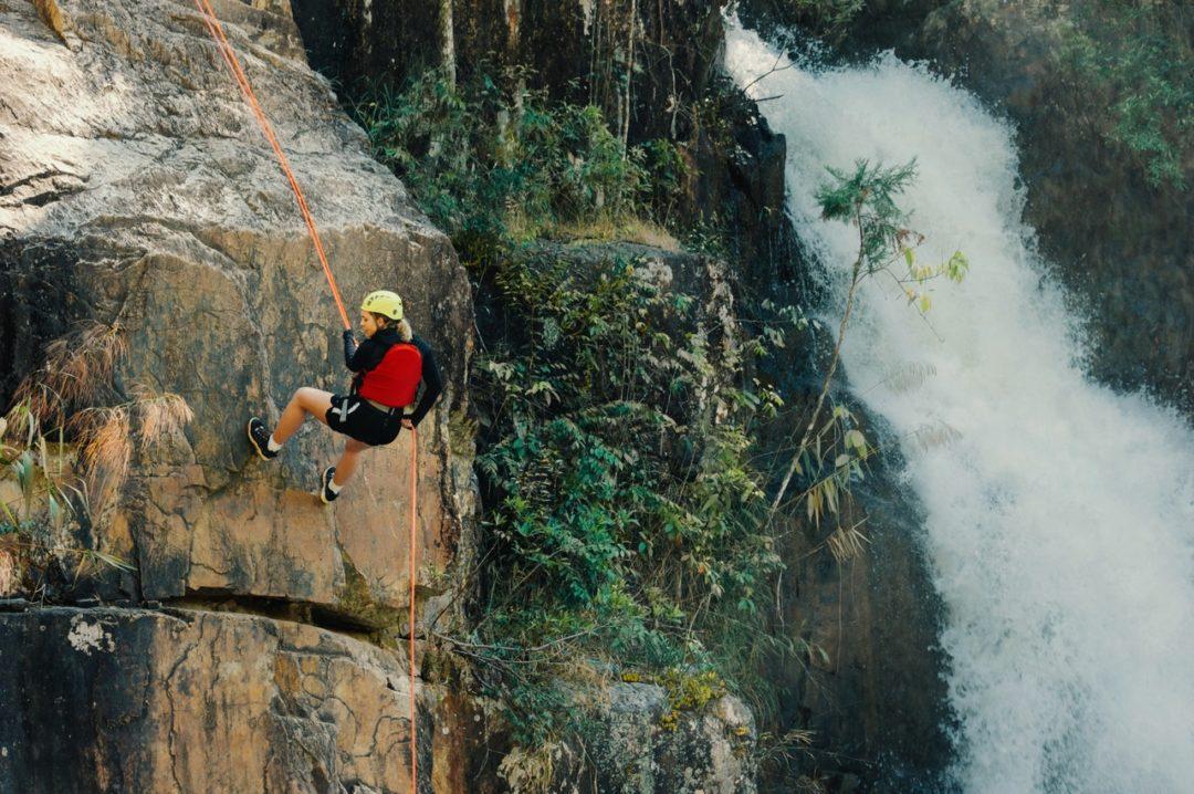 Descubre los beneficios de practicar escalada