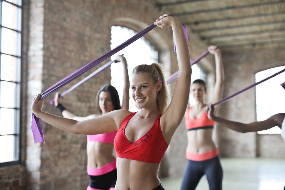 5 Ejercicios con bandas de resistencia para todo el cuerpo