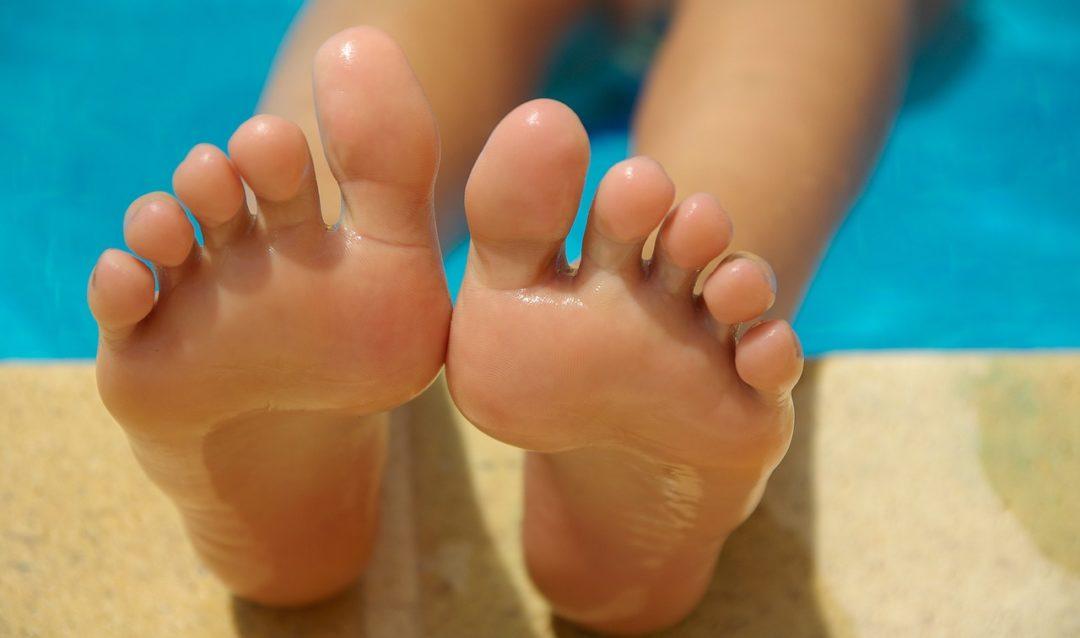 ¿Cómo conseguir unos pies suaves y sin durezas?