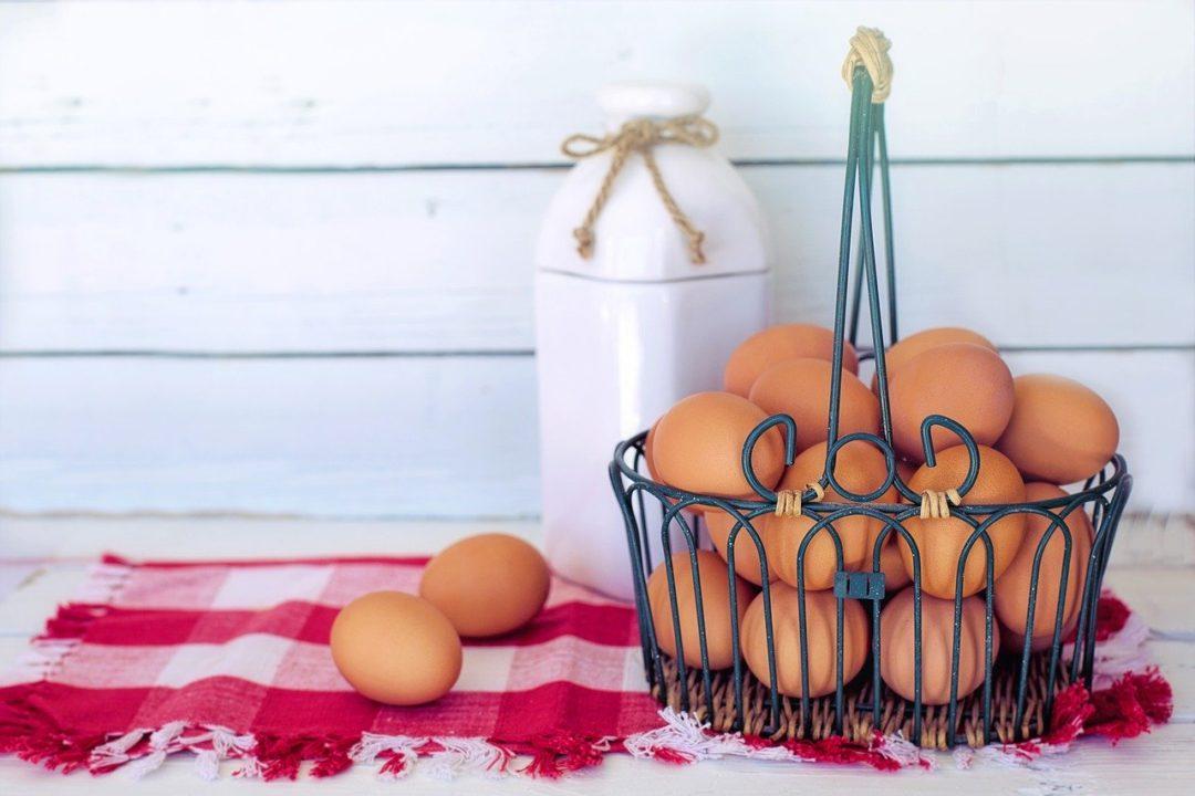 Compra saludable, ¿cómo elegir la leche y el huevo?